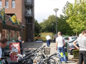 Ambulance bij Markkant Oosterhout i.v.m. val van balkon