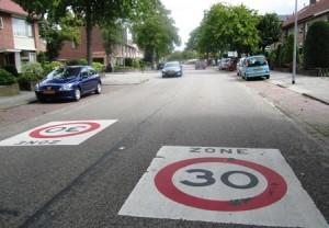 30 zone zoals het niet hoort (bron: hilversuminbeeld.nl)