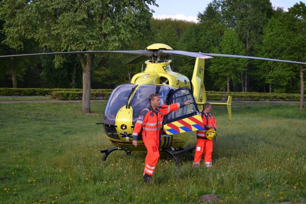 Traumahelikopter landt nabij Vrachelen © Kaj Moerenhout