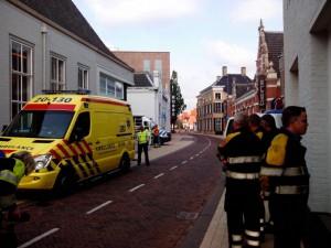 Foto van de hulpdiensten betrokken bij de bommelding aan de Heuvelstraat © Kaj Moerenhout © Ook van Wosterhout