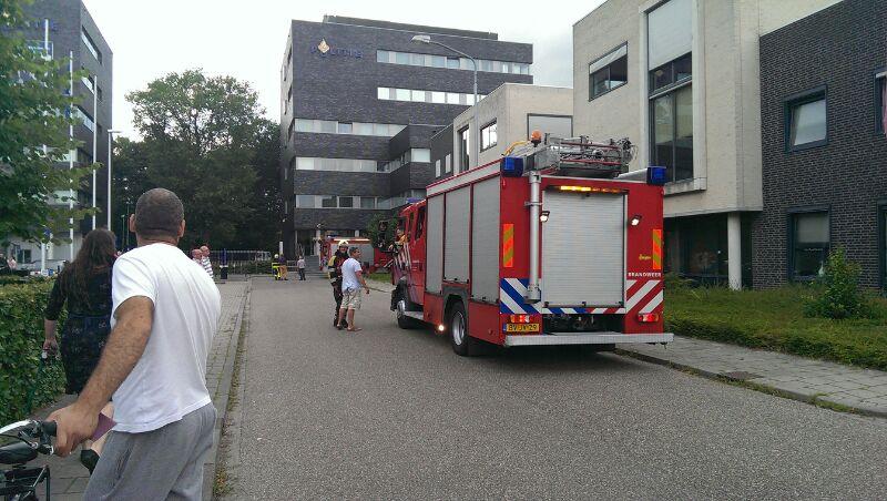 Nieuws: brandweer rukt met groot materieel uit voor brand politiebureau Oosterhout