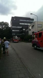 Brandweer bij politiebureau Oosterhout