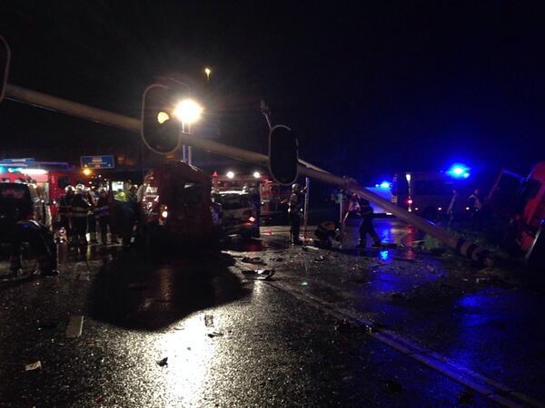 Nieuws: Enorme ravage bij groot ongeval A59