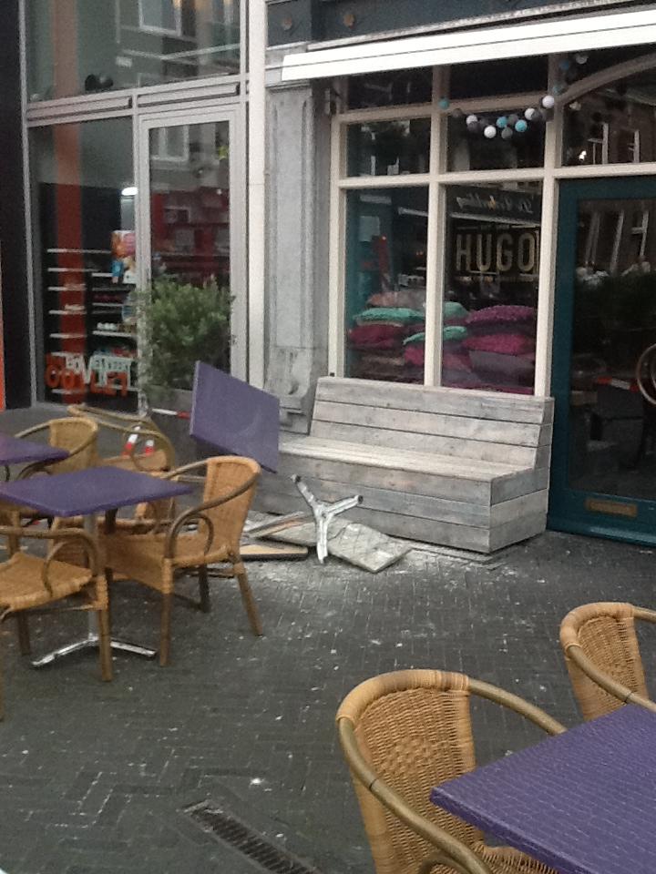 Nieuws: Betonnen gevelplaat valt op terras Markt in Oosterhout