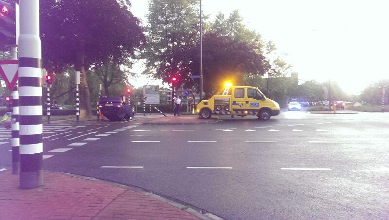 Nieuws: Onrustige avond in Slotjes: auto op zijn kop en oproep traumahelikopter