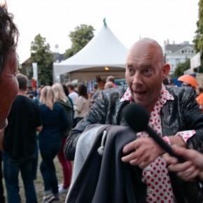 VIDEO: Vincent van Leth neemt bezoeker Parkfeest te grazen
