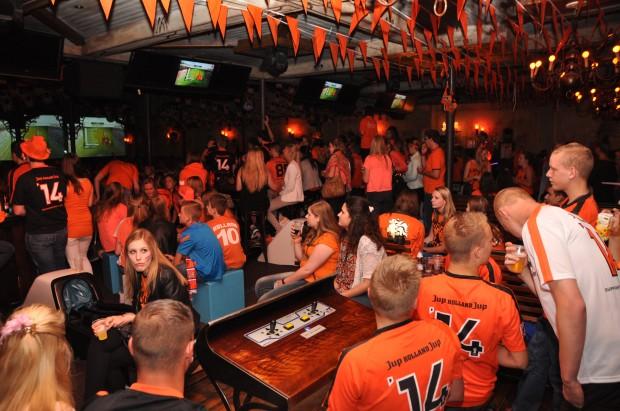 Oranje fans in Klappeijstraat © Roland Rutten