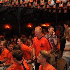 Nieuws: Oosterhout viert winst Nederlands elftal uitbundig