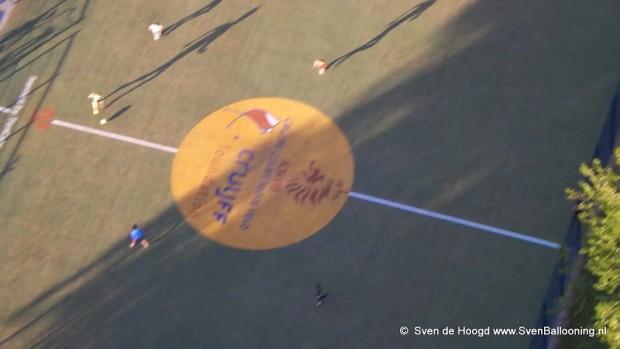 Cruijff Court op het Slotjesveld © Sven Ballooning