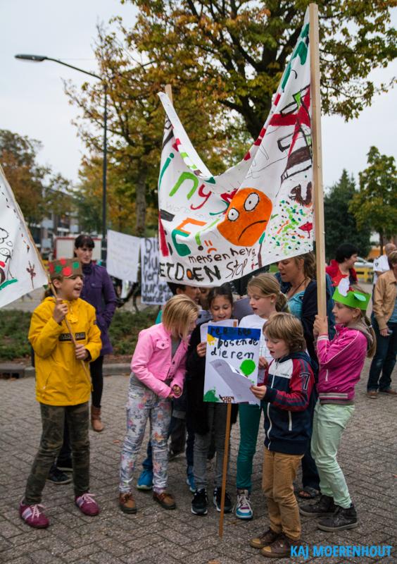 Kinderen protesteren door het lied 'Red het bos en de dieren' te zingen. © Kaj Moerenhout Fotografie