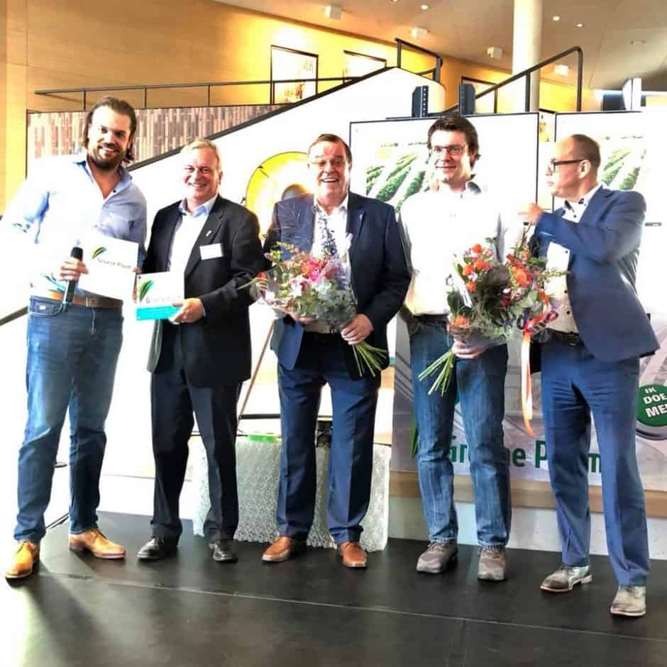 Rodenburg Biopolymers met wethouder Willemsen (rechts) © Gemeente Oosterhout Facebook