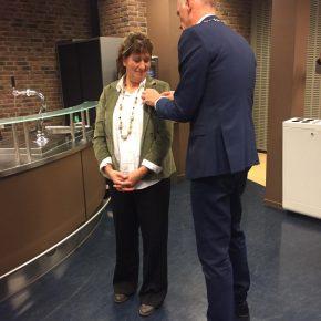 [POLITIEK] Zilveren gemeentespeld voor Marie Dujardin