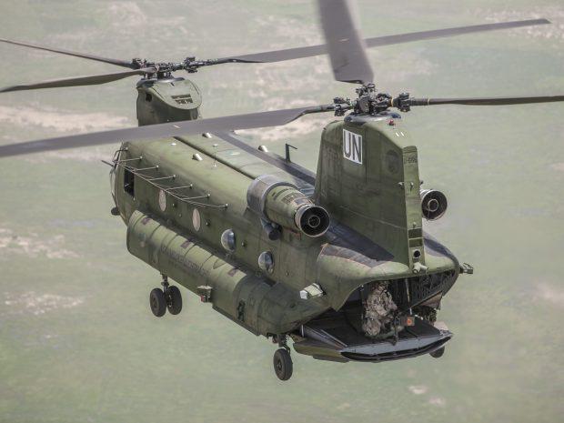 """26 september 2014, Mali..1e vlucht van de drie Nederlandse Chinooks in mali. De ferry vloog van vliegveld Bamako naar """"kamp Castor"""" Gao (bron: defensie.nl)"""