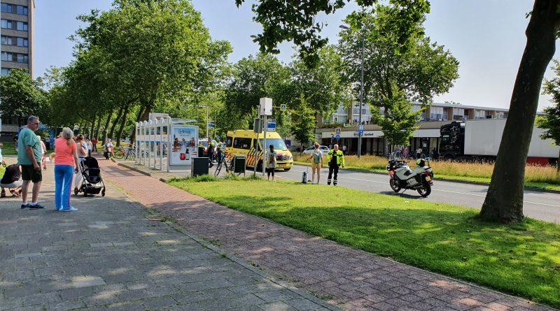 Vrouw belandt op weg bij bushalte Zuiderhout